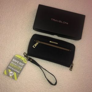 NWT Travelon Wristlet Wallet